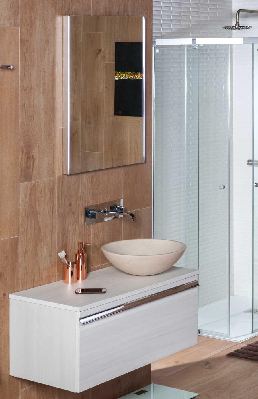Lavabo estilo rústico TERRA en mármol color arena en baño completo.