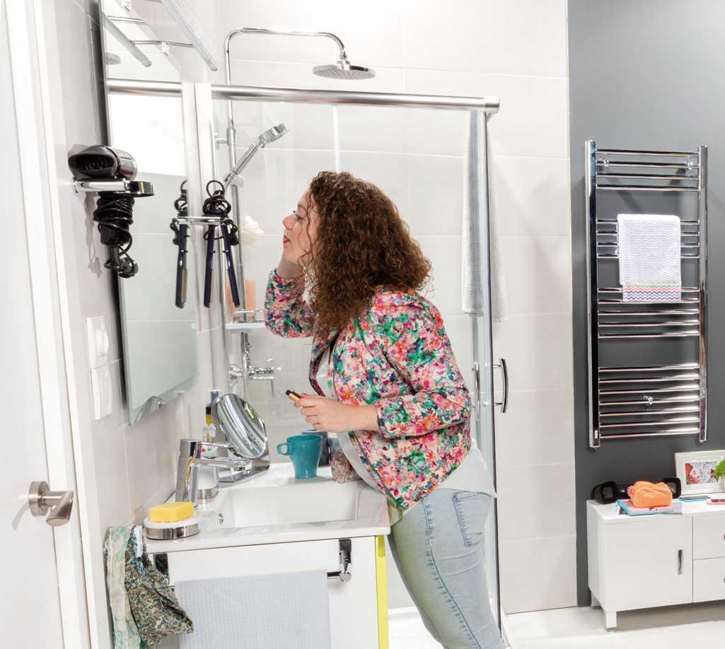bd000d8bcab99 Accesorios de baño que son el porta secador y el porta plancha del pelo.