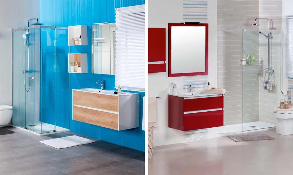 Reformar baño donde aparecen dos cuartos de baño con los elementos de agua repartidos en dos paredes distintas.