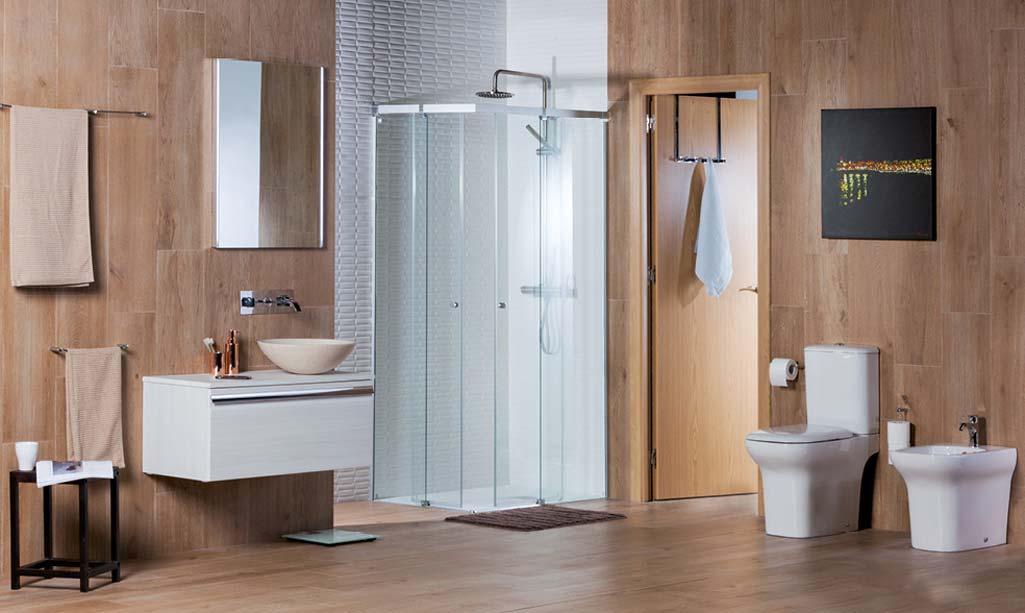 Baño de revista en casa donde aparece un cuarto de baño completo con productos y elementos de las marcas de Grup Gamma.