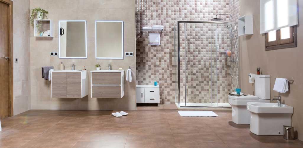 Decorar cuarto de baño donde aparece un baño completo con doble mueble ZOOM y sanitarios STARTON.