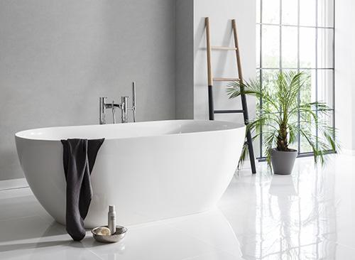 baños blancos y negros, colores en el baño, blanco y negro
