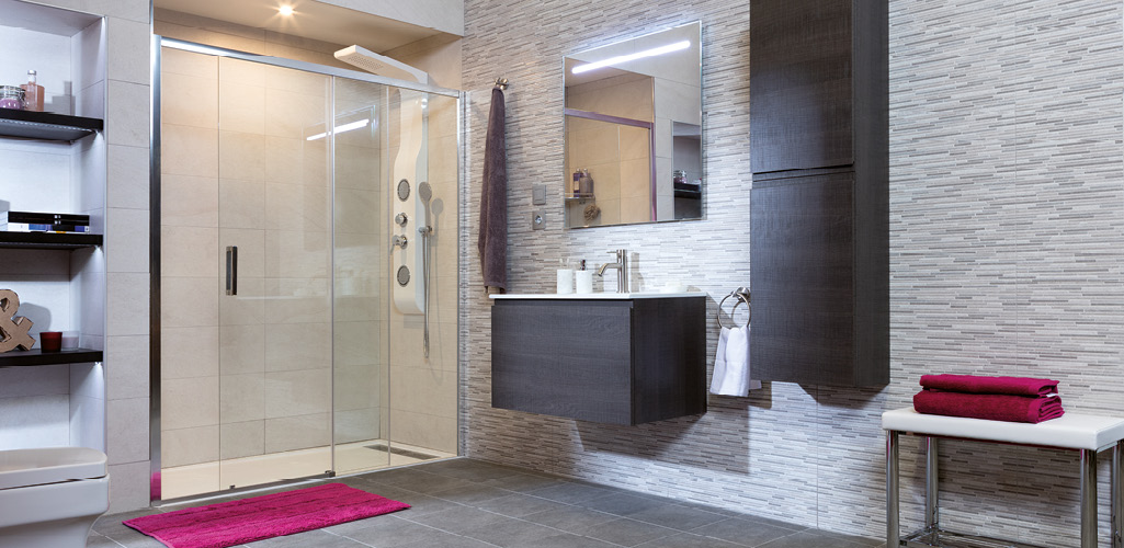 5 trucos para ver tus ba os grandes grup gamma for Ver banos con ducha