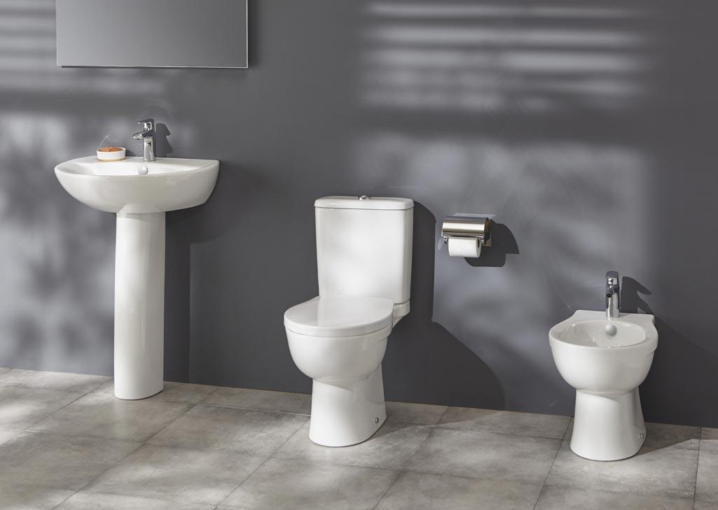Sanitarios-New-Ola de Jacob Delafon las-tres-piezas: inodoro, bidé y lavamanos.