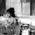 Bañeras exentas donde aparece Elisabet Taylor caracterizada de Cleopatra en la escena de la bañera.