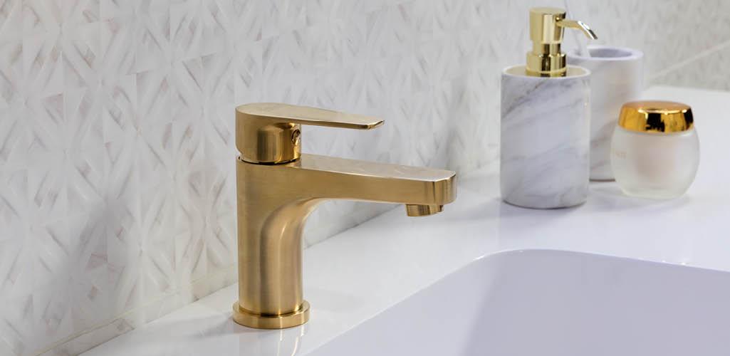 Tendencias en baños este 2019. El color oro también.