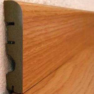 Pz.suelo laminado rodapie 70 new roble 2.40 ml